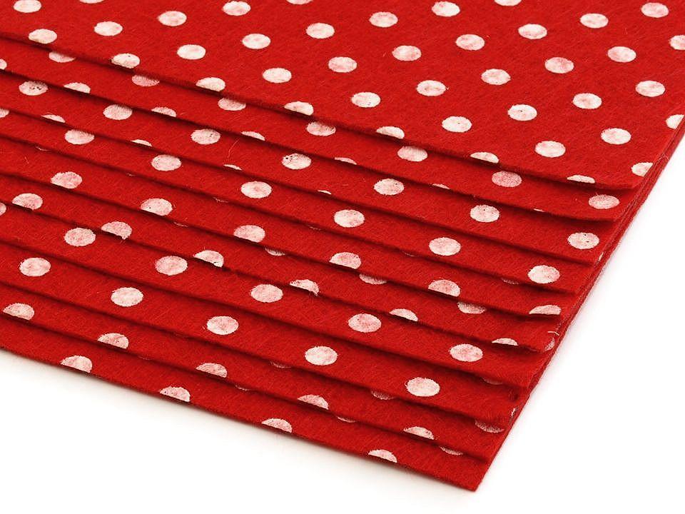 Látková dekorativní plsť / filc s puntíky 20x30 cm 12 ks