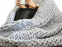 Decke / Plaid gestrickt aus extradicke Wolle