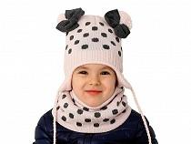 Dívčí zimní sada čepice s bambulemi a nákrčník puntíky
