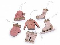 Holzerne Weihnachtsdekoration - Schlittschuh, Handschuh, Mütze, Jacke, Socke, Hose