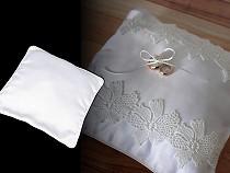 Esküvői gyűrű párna töltelékkel a díszítéshez