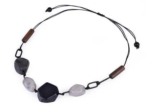 Náhrdelník s plastovými kameňmi na šnúre