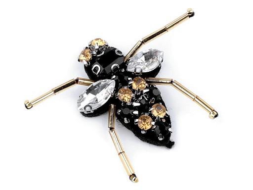 Aplikace včela s broušenými kameny