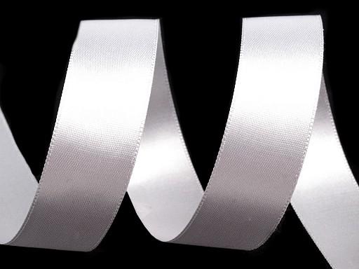 Atlasová stuha oboulící svazky po 5 m šíře 24 mm