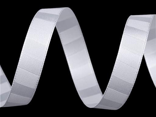 Atlasová stuha oboulící s pruhy šíře 15 mm