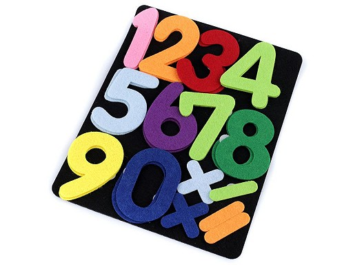 Tablica z filcu z literkami i cyferkami