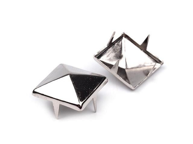 Cvočky na oblečenie 12x12mm pyramida