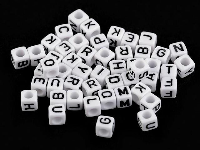 Kunststoffperlen Würfel mit Buchstaben 6 mm