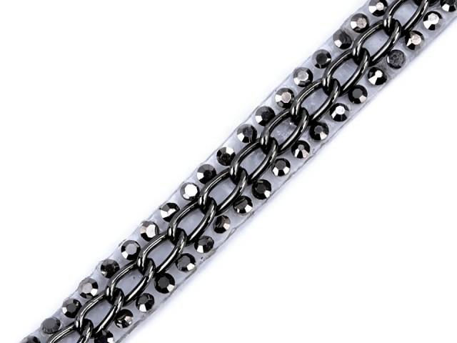 Prýmek s broušenými skleněnými kamínky a řetízkem šíře 8 mm nažehlovací