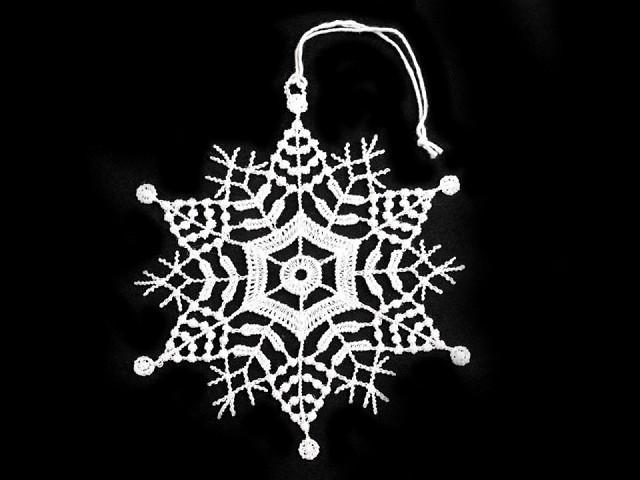 Decorațiuni de Crăciun din dantelă - steluțe și fulgi de nea